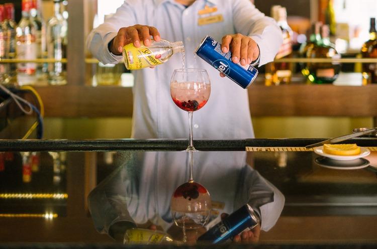 Bar man Bar & Lounge J